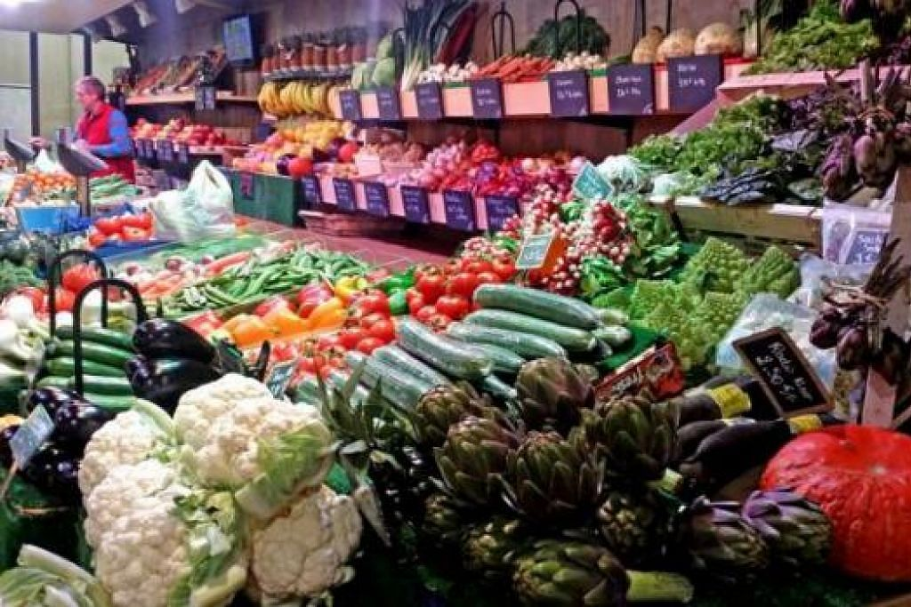 PASAR BASAH: Kunjungi pasar Le Marché Central, atau Central Market, di Nancy bagi mendapatkan barangan segar, pakaian, barangan kulit dan perkakas rumah. - Foto-foto ihsan ZAKI ZULFAKAR NOORDIN