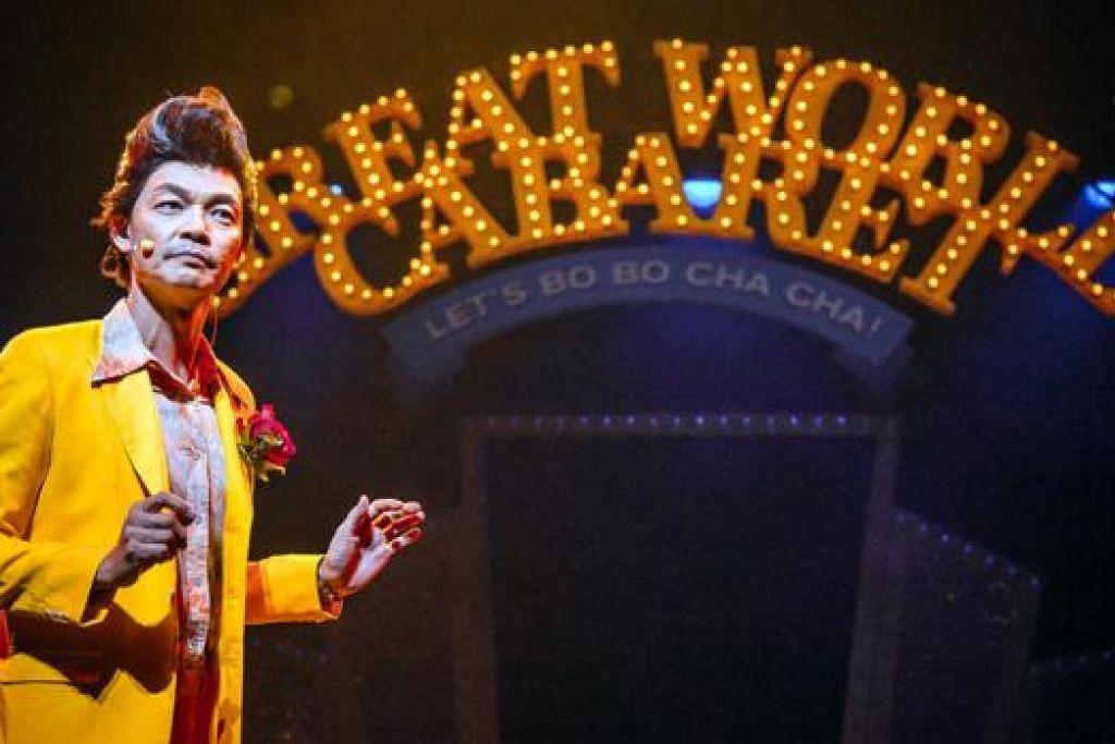 PECAH PERUT: Mark Lee yang membawa watak Valentiko begitu selamba mencuit hati dalam segmen komedi 'stand-up'. - Foto RESORTS WORLD SENTOSA