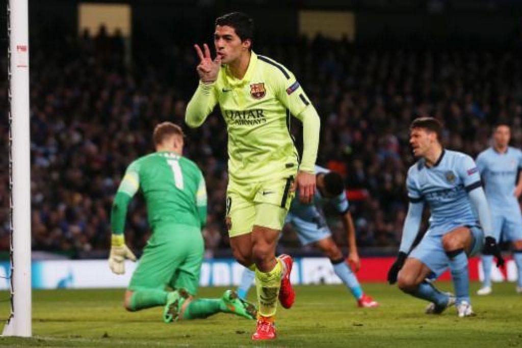Luis Suares meraikan gol kedua yang dijaringkannya, membantu Barcelona menewaskan Manchester City 2-1 di Stadium Etihad.