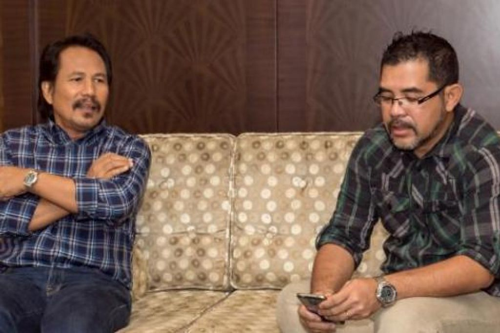 TURUT TAMPIL: Penyanyi M. Nasir (kiri) dan pemilik syarikat penerbitan Thinq Pictures, Lukman Nurhakim, bertemu bual bersama media bagi program 'Akustika Bersama'. - Foto ABUJALMA