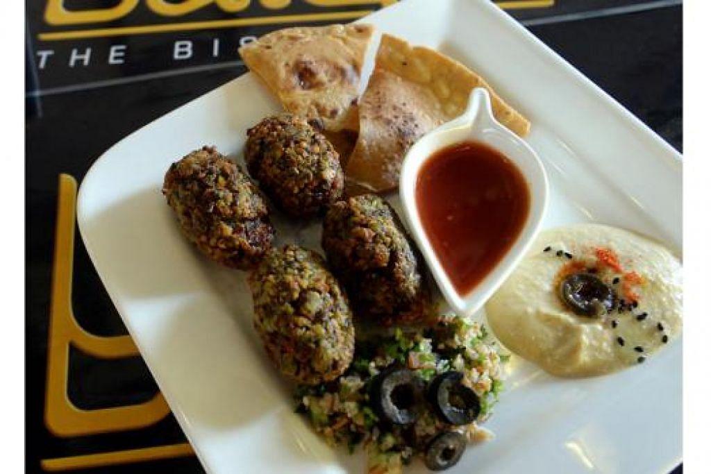 'FALAFEL': Snek Timur Tengah yang dibuat daripada kacang kuda, salah satu hidangan di Balqis the Bistro.