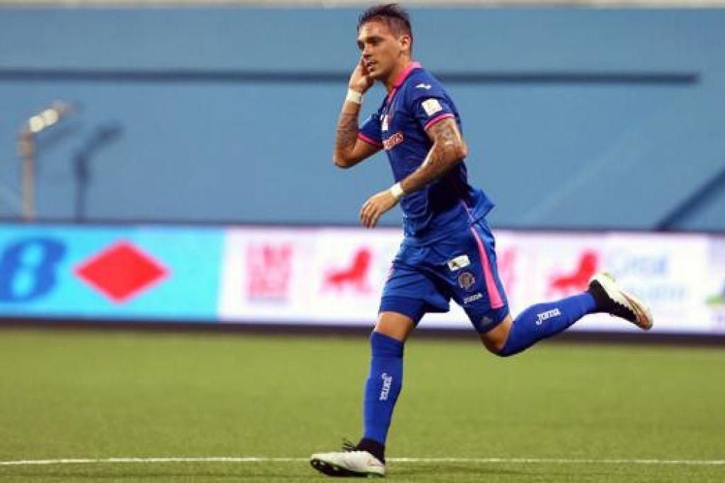 GOL KEMENANGAN: Nicolas Velez menjaringkan gol tunggal perlawanan yang membantu Warriors menjulang Perisai Sumbangsih. - Foto THE NEW PAPER