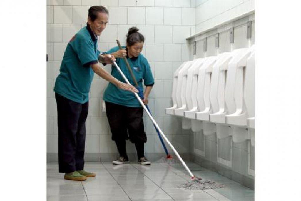SKIM IHSAN SENJA: Warga berpendapatan rendah yang berusia 65 tahun ke atas akan menerima wang tunai sepanjang hayat mereka. - Foto fail