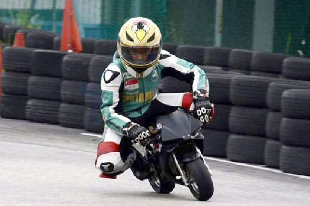 BERCITA-CITA JADI PELUMBA PROFESIONAL: Mohamad Dani berharap dapat terus berlumba dan mencuba motor besar pula pada masa depan. - Foto MOHAMAD SUFANDI NOH