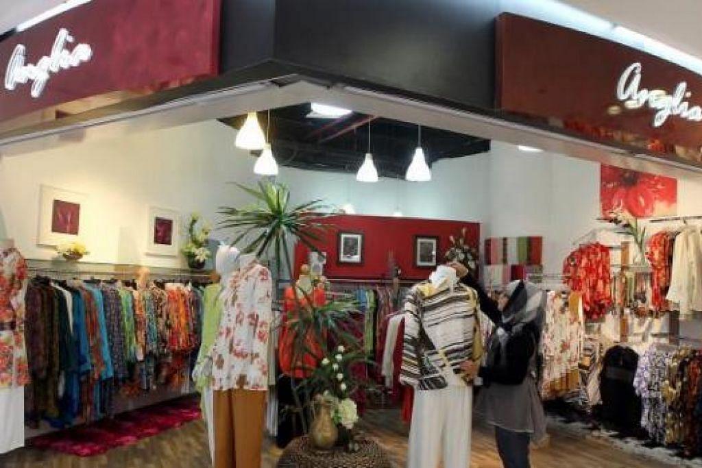 MENJAMIN PASARAN YANG LEBIH BESAR: Termasuk dua butik Jelita yang dibelinya, Anglia Clothiers Pte Ltd, yang sudah bertapak dalam industri runcit selama 21 tahun, kini mempunyai tujuh kedai di Singapura. - Foto-foto fail