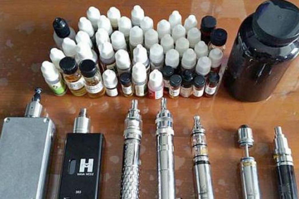 ANTARA BARANGAN YANG DILARANG: Inilah e-rokok yang ditemui dalam serbuan ke sebuah flat HDB di Gangsa Road di Bukit Panjang semalam. - Foto PENGUASA SAINS KESIHATAN (HSA)
