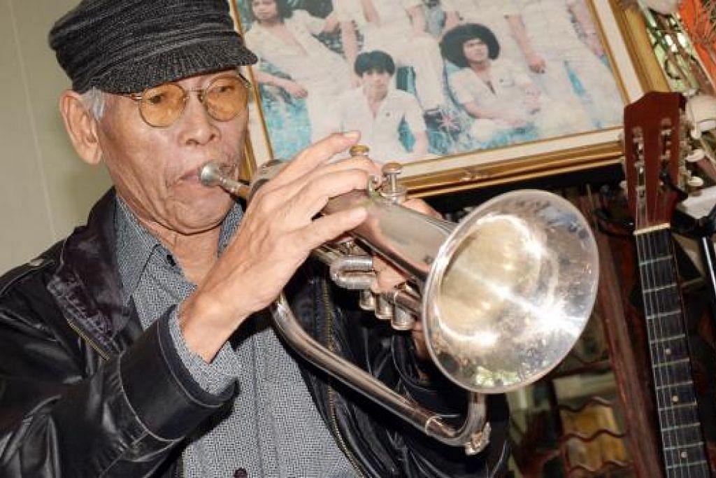 KEMBALI KE RAHMATULLAH: Pemain trompet dan vokalis band kumpulan Black Dog Bone, Masron Matali, 70 tahun, meninggal dunia pagi tadi. - Foto