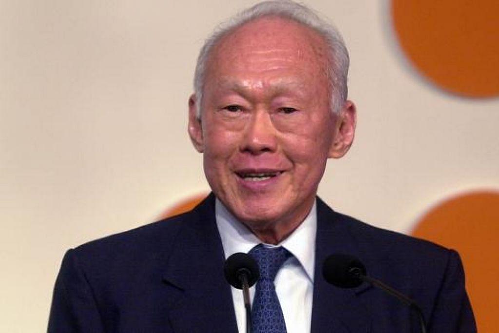 MAKIN GENTING: Pejabat Perdana Menteri (PMO) menyatakan Encik Lee Kuan Yew kini semakin tenat. - Foto
