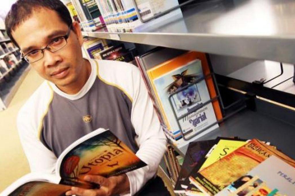 DEMI PENAKATAN DI SINGAPURA: Penulis merangkap guru maktab rendah, Encik Yazid Hussein, terpaksa memikul semua tanggungjawab membuat buku - rekaan grafik, penyuntingan dan tataletak - tanpa bantuan profesional akibat keterbatasan dana dan geran. - Foto fail JOHARI RAHMAT