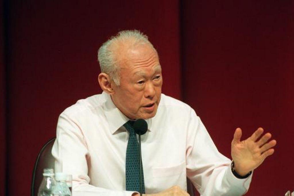 PEMERGIAN DIRASAI: Encik Lee Kuan Yew, 91 tahun, meninggal dunia setelah dirawat selama 46 hari di Hospital Besar Singapura (SGH) akibat penyakit radang paru-paru. - Foto