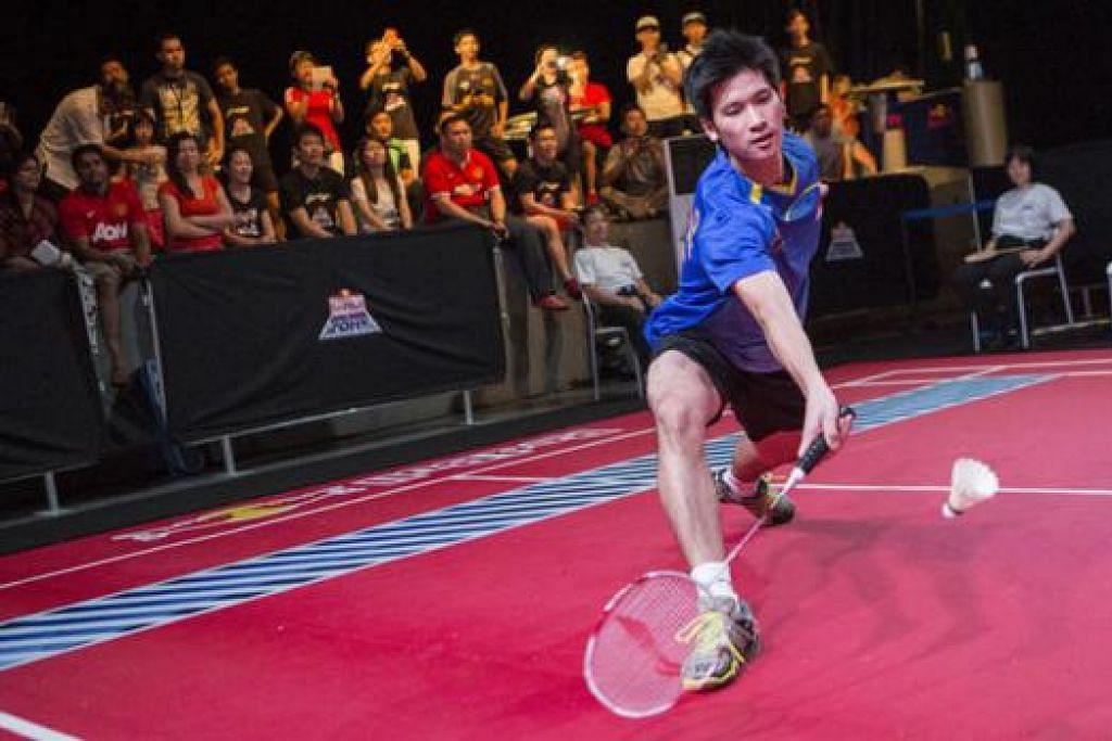 TANGKAS: Juara badminton negara, Derek Wong, beraksi dalam kejohanan yang diadakan tahun lalu. - Foto RED BULL SINGAPORE