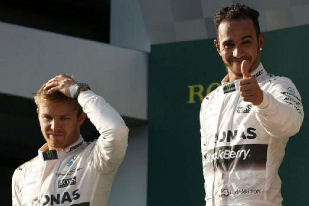 SATU DUA LAGI?: Pemandu Mercedes, Lewis Hamilton dari Britain (kanan), meraikan kemenangannya di Grand Prix Australia bersama rakan sepasukan dari Jerman, Nico Rosberg. - Foto REUTERS