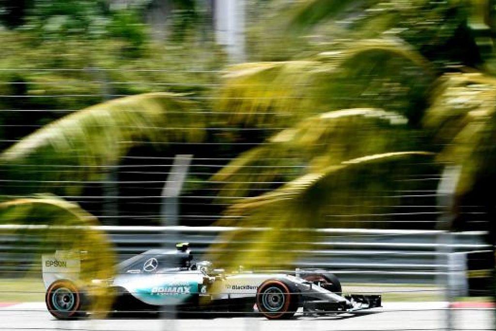 UJIAN LITAR: Pemandu Mercedes AMG PETRONAS, Nico Rosberg, tampil mencatat masa terpantas 1 minit 39.690 saat diikuti Lewis Hamilton yang menduduki tempat kedua, yang ketinggalan hanya 0.184 saat. - Foto (AFP)