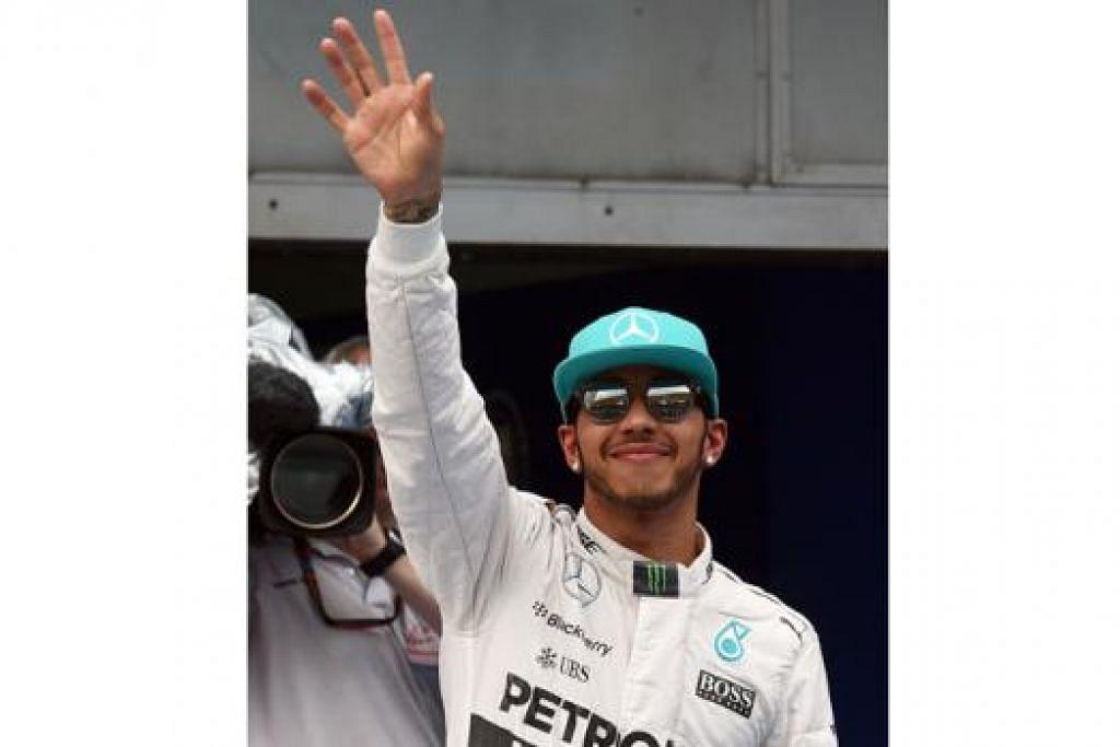 PRESTASI HEBAT: Lewis Hamilton meraikan pencapaiannya sebagai pemandu terpantas di perlumbaan kelayakan semalam. - Foto AFP