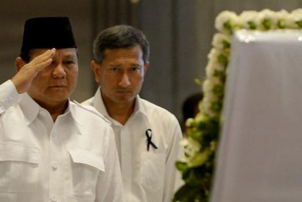 TABIK HORMAT: Encik Prabowo berkata beliau mengagumi dan menghargai sumbangan mendiang Encik Lee dalam kehidupan politik dan hubungan antarabangsa di rantau ini. - Foto-foto TUKIMAN WARJI
