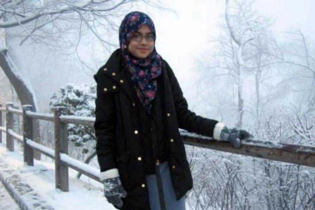 KENANGAN YANG TIDAK MUNGKIN DILUPAKAN: Penulis merakam gambarnya di N Seoul Tower dan dalam cuaca dingin.