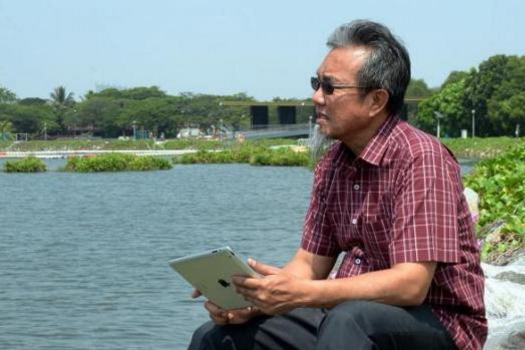 BAKAL MEWARNAI LAGI DUNIA SASTERA SETEMPAT: Penulis dan pengarah yang kembali ke Singapura, Encik Jamal Ismail, bakal melancarkan tiga buku tahun ini. Beliau ditemui jurugambar di Takungan Air Pandan dalam kawasan Teban Gardens Isnin lalu (23/3). - Foto JOHARI RAHMAT