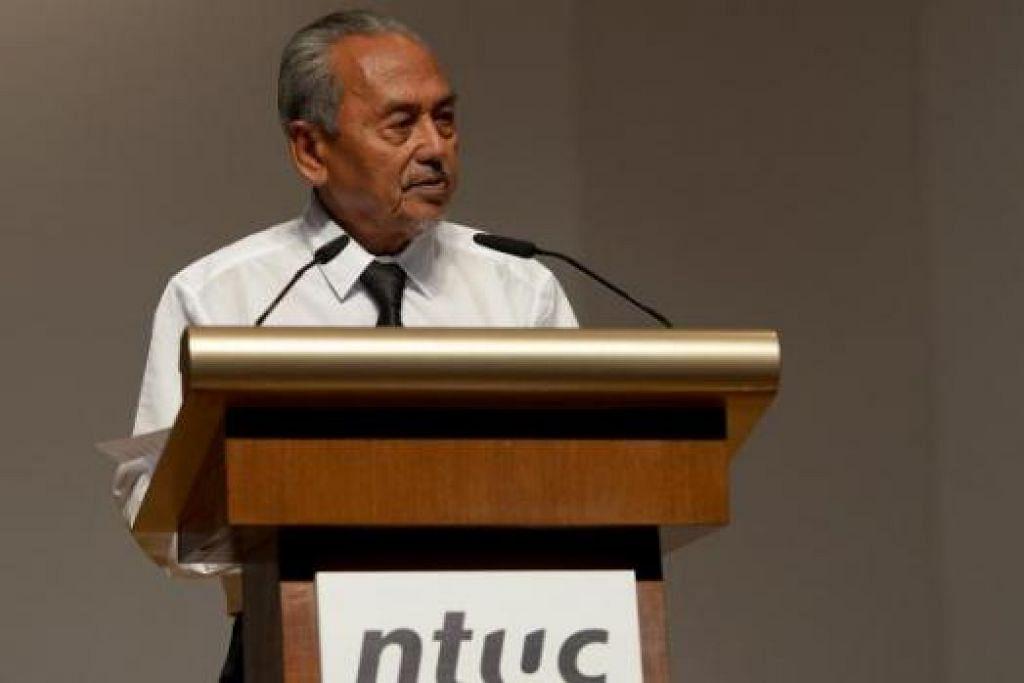 HARGAI JASA: Encik Mahmud Awang mengenang jasa mendiang Encik Lee Kuan Yew kepada gerakan buruh dalam ucapannya pada upacara khas NTUC buat mendiang di Dewan Persidangan Singapura Jumaat lalu. - Foto TUKIMAN WARJI
