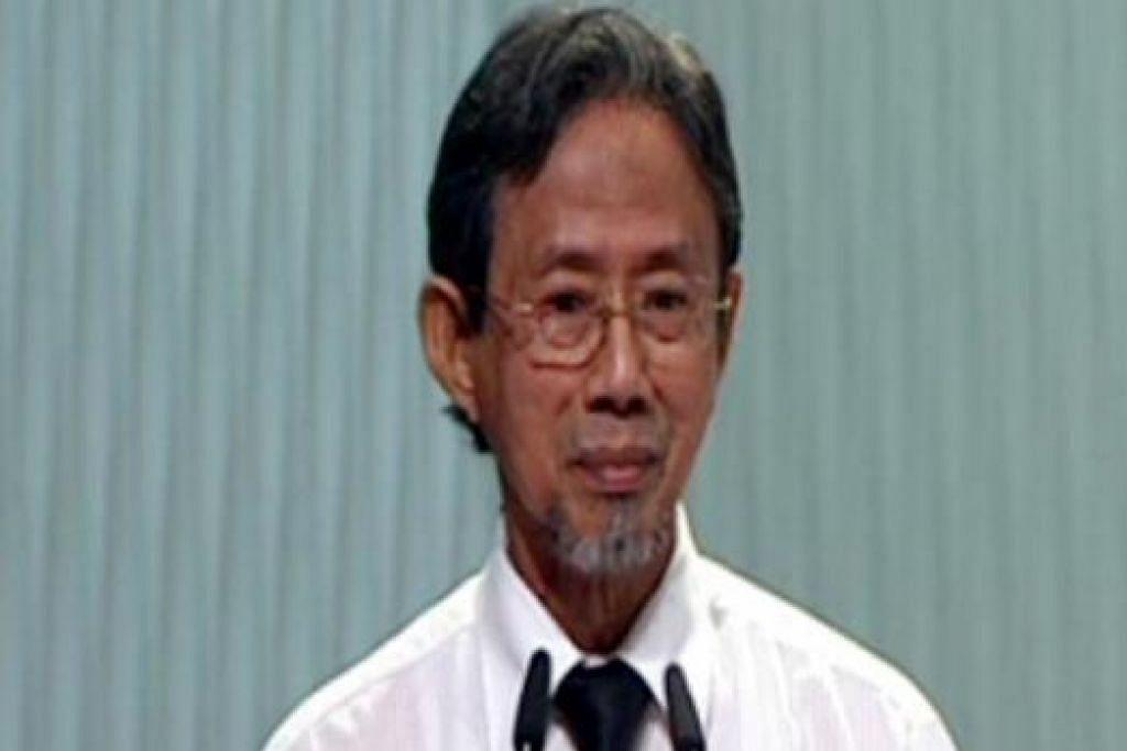 MEMBERIKAN PENGHORMATAN: Mantan Menteri Negara Kanan, Haji Sidek Saniff, menyampaikan eulogi di Pusat Budaya Universiti. - Foto TV