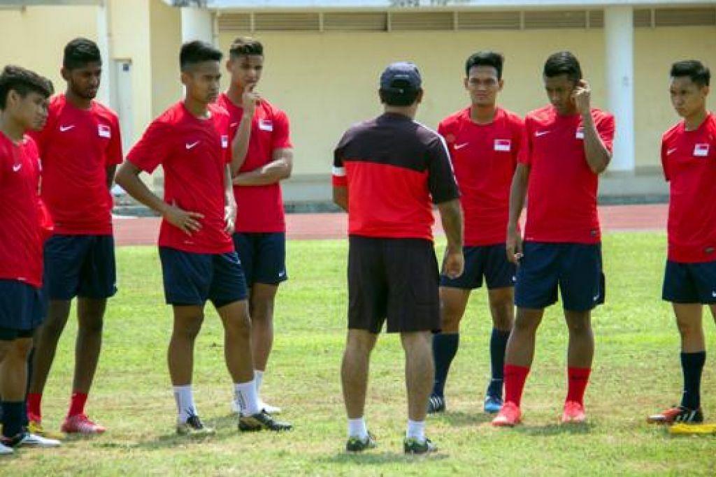 PERLU BANGKIT: Pasukan Bawah 22 Tahun Singapura terdesak mencatatkan kemenangan besar ke atas Mongolia hari ini selepas dua perlawanan awal yang mengecewakan. - Foto FAS