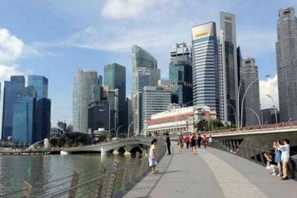 IDEA ENCIK LEE: Jambatan pejalan kaki dibina hasil idea Encik Lee semasa beliau melawat Marina Bay pada 2004. - Foto URA