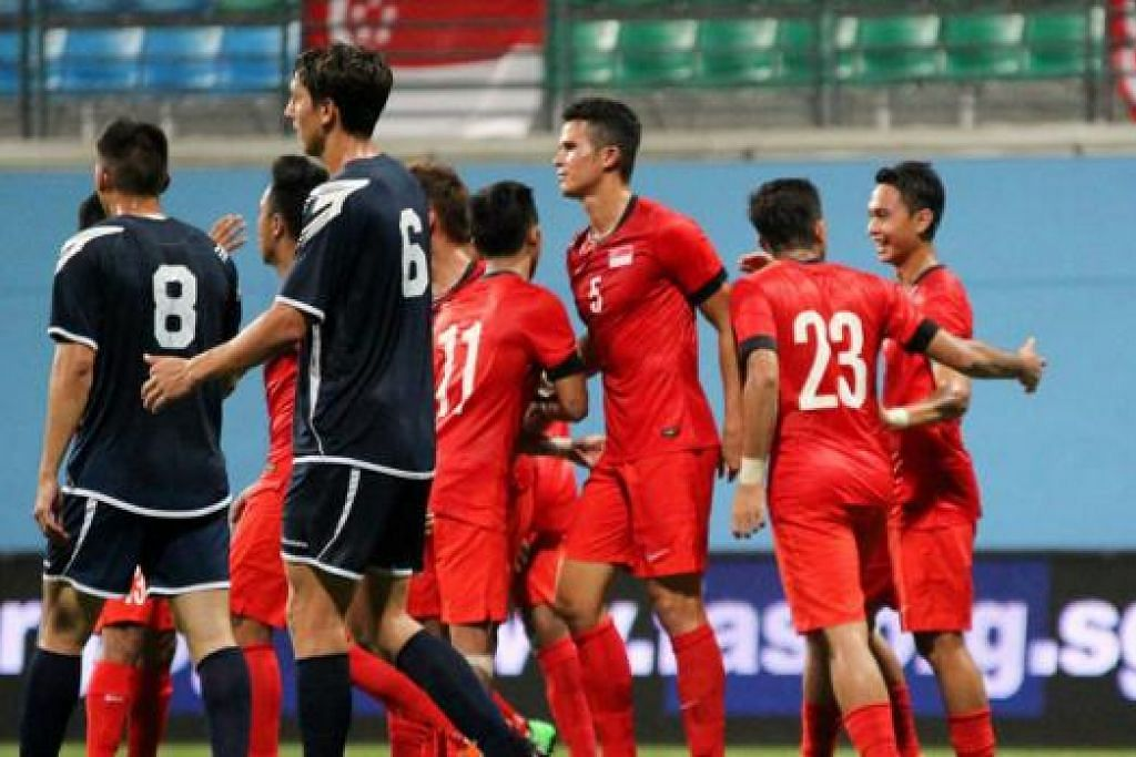 DIJANGKA MENANG TAPI SERI: Singapura hanya mampu seri 2-2 dengan Guam dalam perlawanan persahabatan di Stadium Jalan Besar kelmarin. - Foto FAS