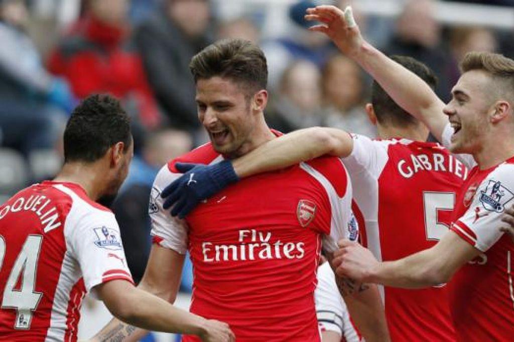 TlADA MOMENTUM: Arsenal tentunya berharap penyerang utamanya, Olivier Giroud (tengah), terus menyerlah untuk mencatatkan kemenangan ketujuh liganya apabila menentang Liverpool hari ini. - Foto REUTERS