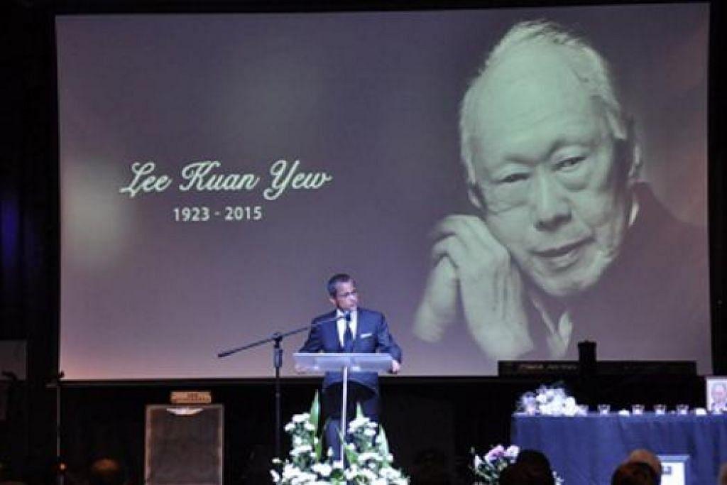 MEMPERINGATI ENCIK LEE: Pesuruhjaya Tinggi Singapura ke Australia, Encik Burhan Gafoor, menyampaikan ucapan di acara memperingati Encik Lee Kuan Yew di Perth, Australia. – Foto SWAN