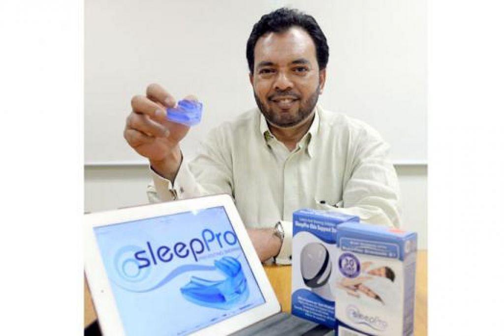 POTENSI NIAGA: Encik A. Rahim merebut peluang menjadi pengedar utama alat antidengkur setelah mendaftar syarikat dalam taliannya di sini - Foto TAUFIK A. KADER