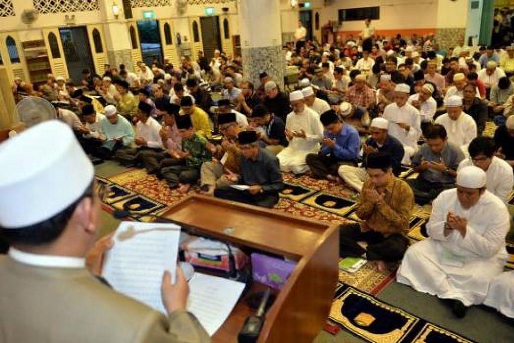 TIDAK MELARANG: Menurut Mufti, Islam juga tidak melarang umatnya panjatkan doa untuk golongan bukan Islam yang sedang sakit, miskin atau andai mereka sedang menghadapi masalah. - Foto hiasan