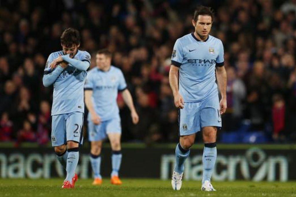 KEPUTUSAN MENGHAMPAKAN: Frank Lampard (kanan) dan David Silva (kiri) kelihatan kecewa selepas wisel penamat.