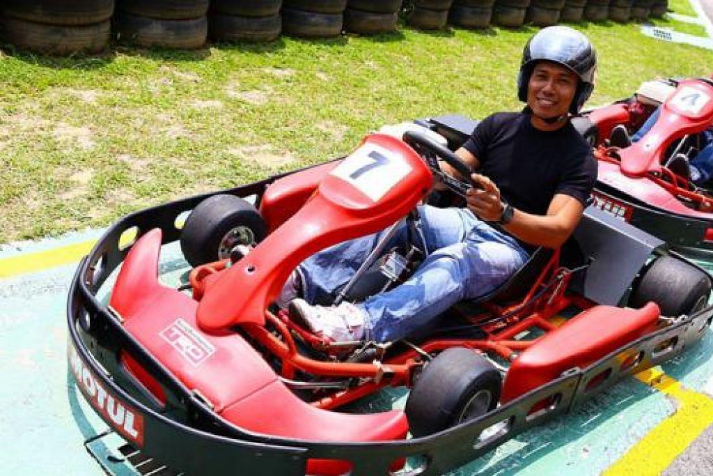 TIDAK KENAL USIA: Minat mendalam Encik Mulyady dalam perlumbaan kereta mendorongnya menyertai perlumbaan go-kart anjuran Borneo Motors sehingga layak masuk ke pertandingan akhir dan menduduki tempat keenam daripada sejumlah 60 peserta. - Foto BORNEO MOTORS