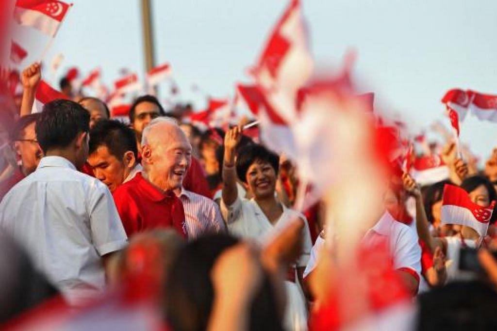 MENGENANG TOKOH: Acara khas bakal diadakan semasa Perbarisan Hari Kebangsaan tahun ini sebagai menghargai sumbangan mantan perdana menteri, mendiang Lee Kuan Yew, dalam membangunkan negara ini selama lebih lima dekad. - Foto FAIL