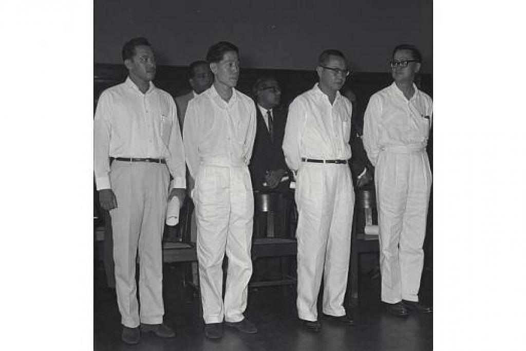 SATU PASUKAN: Mendiang Encik Lee sentiasa sedar bahawa beliau tidak bertindak seorang sahaja, tetapi bersama pasukannya untuk membangunkan Singapura. Pasukan utamanya termasuk Encik Othman Wok (kiri) dan mendiang Encik Lim Kim San (dua dari kanan).