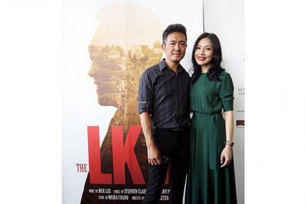 PASANGAN BERSEJARAH: Pementasan muzikal The LKY Musical bakal menampilkan pelakon Adrian Pang sebagai mantan Perdana Menteri Lee Kuan Yew dan pelakon Sharon Au sebagai isterinya, mendiang Cik Kwa Geok Choo. – Foto ZAOBAO