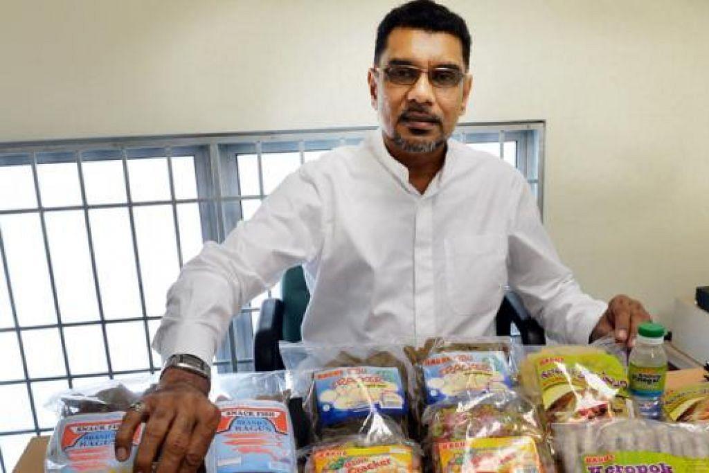 HASIL KERJA KERAS: Encik Kadir percaya syarikatnya dapat berkembang hasil kepercayaan yang diletakkan oleh pelanggan terhadapnya, meskipun harga produk yang dijual bukan yang terendah dalam pasaran. - Foto M.O. SALLEH