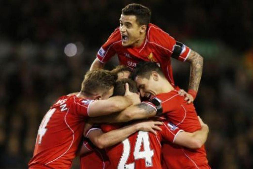 TIGA MATA PENTING: Pemain Liverpool meraikan gol kedua jaringan Joe Allen yang membantu Liverpool mengatasi Newcastle dan merapatkan jurang dengan Manchester City. - Foto REUTERS