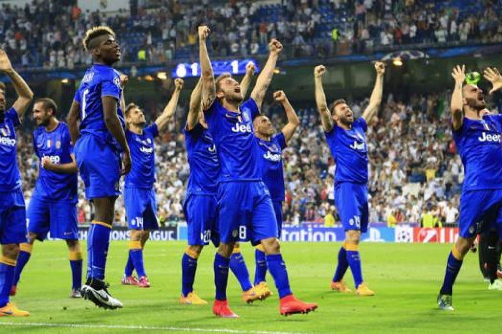MACAM DAH MENANG PIALA: Para pemain Juventus begitu gembira semasa meraikan kejayaan melangkah ke final Liga Juara-Juara selepas memenangi pertarungan dengan Real Madrid dengan keputusan agregat 3-2. - Foto-foto REUTERS
