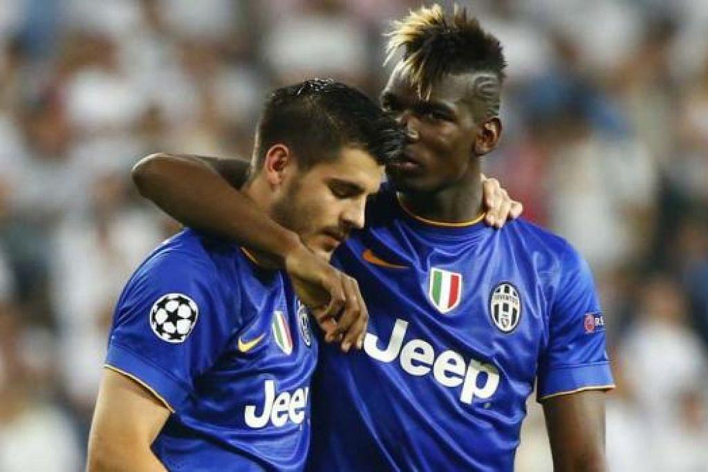 TAHNIAH KEPADA WIRA: Wira penjaring gol Juventus Alvaro Morata (kiri) mendapat ucapan tahniah daripada rakan sepasukan, Paul Pogba.