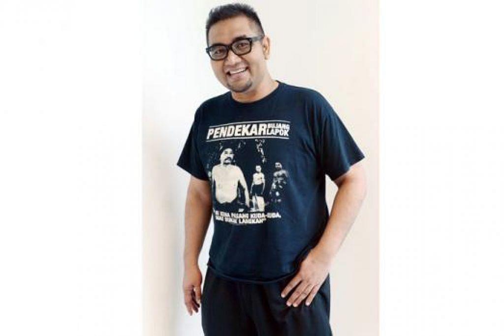 MAHU LAHIRKAN KELAINAN: Penulis Adam Md Yusop bersyukur karyanya diterima pihak penerbitan Jakarta. - Foto TAUFIK A. KADER