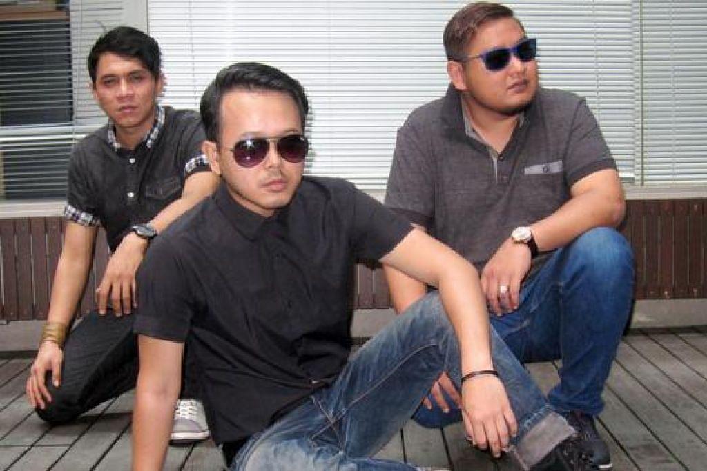SENTIASA MENGHIBURKAN: ST12 yang terdiri daripada (dari kiri) Dimas, Indra dan Pepep terus kekal relevan dengan memahami cita rasa pendengar. - Foto HARYANI ISMAIL