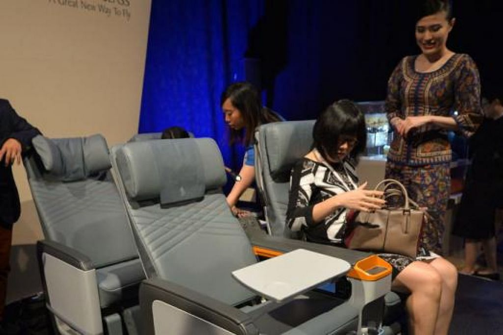 LEBIH SELESA: Tempat duduk Kelas Ekonomi Premium yang dilancarkan semalam selebar 18.5 inci dengan 19.5 inci dan dilengkapi tempat rehat kaki serta bekalan tenaga. - Foto THE STRAITS TIMES
