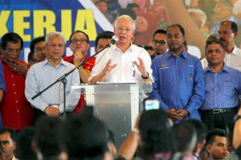 GESA RAKYAT BERSATU: Perdana Menteri Malaysia, Datuk Seri Najib Razak, berjanji akan melakukan yang terbaik sebagai Perdana Menteri semasa berucap pada Program Lawatan Kerja ke Negeri Perak di Gopeng. - Foto NSTP