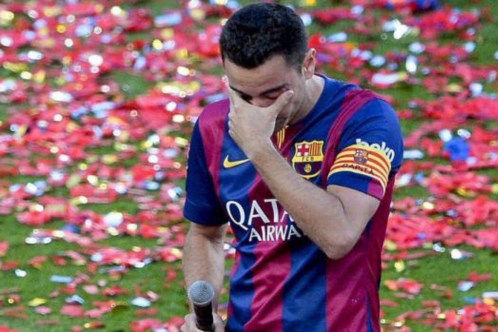 PENUH EMOSI: Xavi begitu emosi sebaik menamatkan perlawanan liga terakhirnya bagi Barcelona semasa seri 2-2 dengan Deportivo La Coruna kelmarin. Ia juga adalah penampilannya yang ke-765 untuk Barcelona - satu rekod baru bagi kelab itu. - Foto AFP