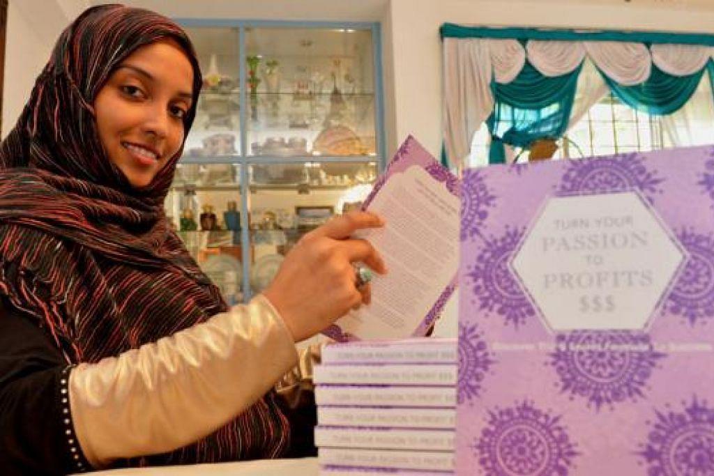 USAHAWAN, PELUKIS INAI, GURU BAHASA ARAB DAN PENULIS: Cik Zaiton Majeed bangkit daripada kemalangan teksi yang meremukkan tulang belakangnya untuk menggarap pelbagai kemahiran, termasuk menghasilkan buku bisnesnya sendiri. - Foto TUKIMAN WARJI