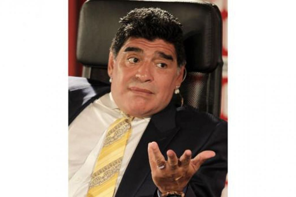 DIEGO MARADONA: Meluahkan kemarahannya terhadap kemungkinan Sepp Blatter mengetuai Persekutuan Persatuan Bola Sepak Dunia (Fifa) buat kali kelima walaupun prestasinya sebagai ketua selama empat penggal ini kurang cemerlang. - Foto AFP