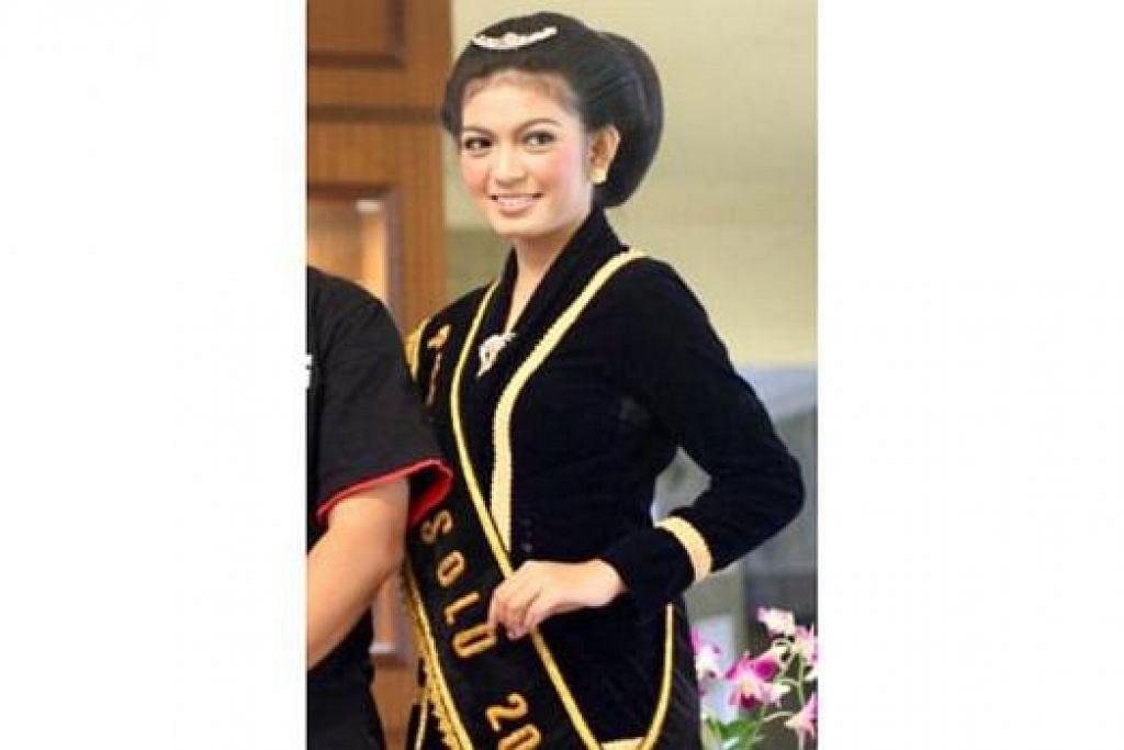 RATU: Cik Selvi semasa dinobatkan sebagai Ratu Cantik Surakarta 2009