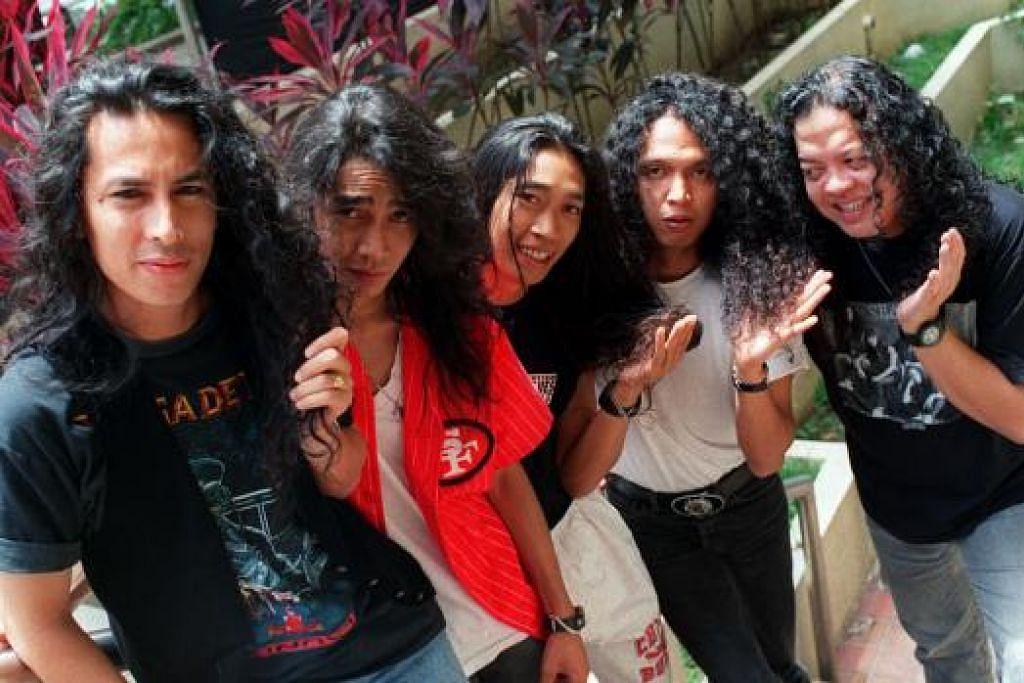 """SEDAP MULUT: Kumpulan Search yang diundang membuatn persembahan di Festival Belia Putrajaya pada 24 Mei lalu dianggap seorang pakar motivasi sebagai """"hantu"""". - Foto FAIL"""