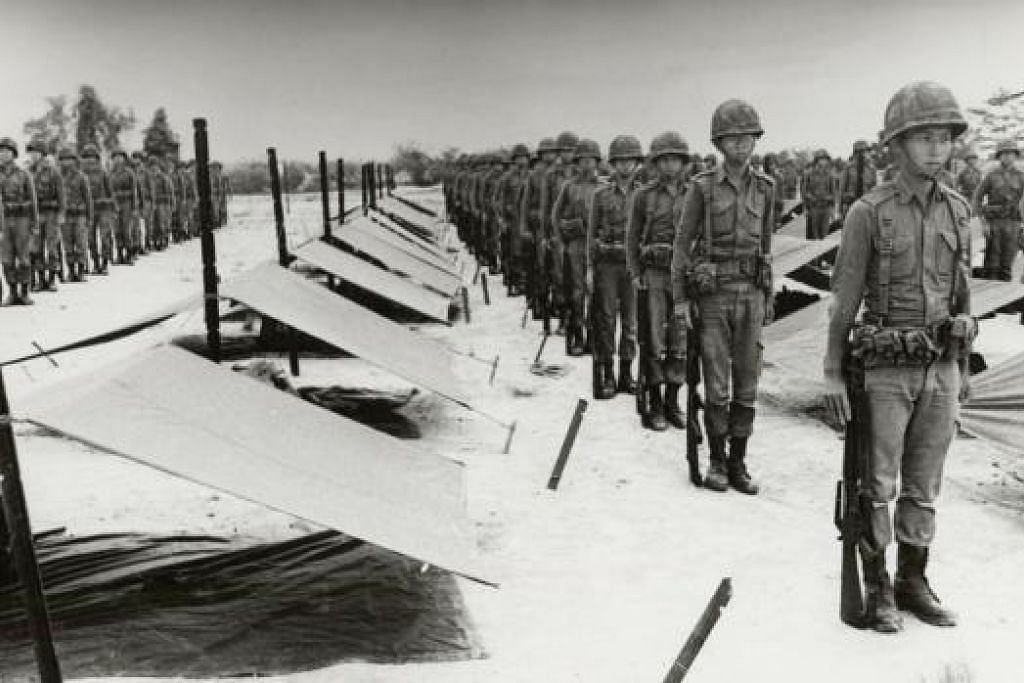 LATIHAN TAHUN 60-AN: Latihan kem dalam hutan diadakan di Institut Tentera Safti pada lewat 1960-an. - Foto MINDEF
