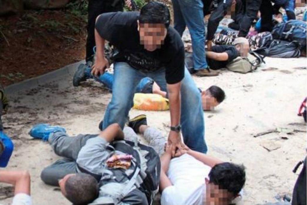 RANCANG PENGGANASAN DI MALAYSIA: Seramai 12 anggota militan disyaki ada kaitan dengan IS ditahan ketika merancang membuat bom di Hutan Lipur Gunung Nuang, Hulu Langat, Selangor.